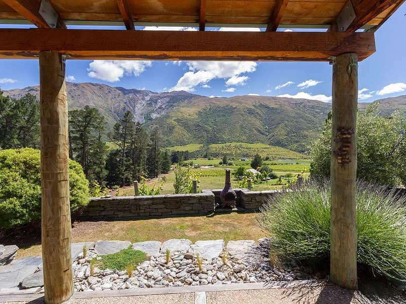 The Vines - Gibbston Valley Holiday Home, vacation rental in Lake Hayes