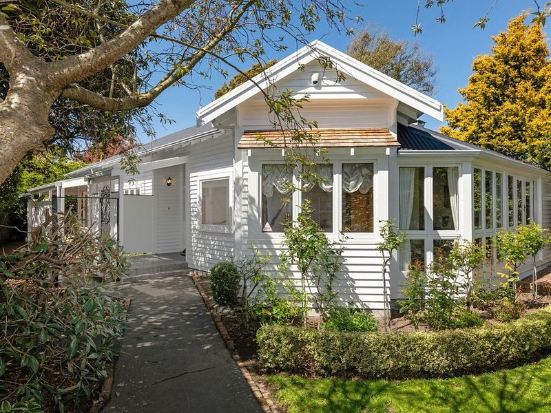 Fendalton Villa - Christchurch Holiday Home, location de vacances à Yaldhurst