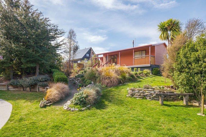 Korimako Ridge - Lake Hawea Holiday Home, holiday rental in Lake Hawea
