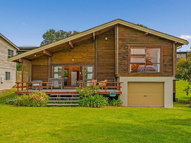 Boltons Bach - Whangapoua Bach, holiday rental in Port Charles
