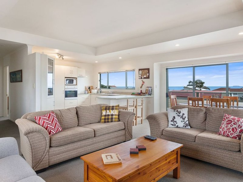White Island Views - Ohope Holiday Home, holiday rental in Ohope