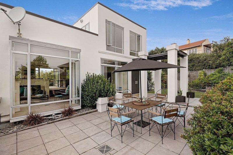 Pegasus Bay Vista - Christchurch Holiday Home, vacation rental in New Brighton North