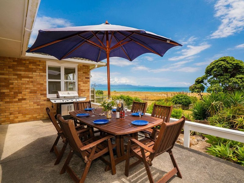 Wai Whare - Kuaotunu Absolute Beachfront Holiday Home, vacation rental in Kuaotunu