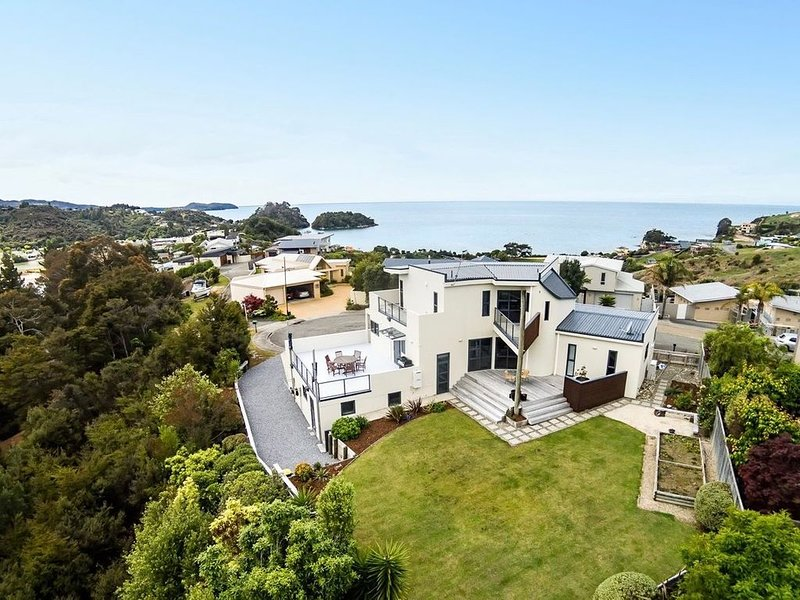Sun, Sea, Sensational - Kaiteriteri Holiday Home, holiday rental in Tasman
