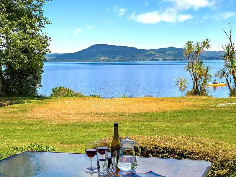 Back Lawn - Views over Lake Rotorua