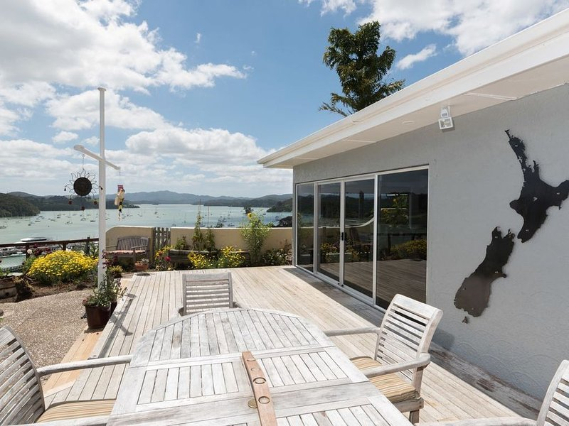 Captain's Quarters - Opua Holiday Home, location de vacances à Bay of Islands