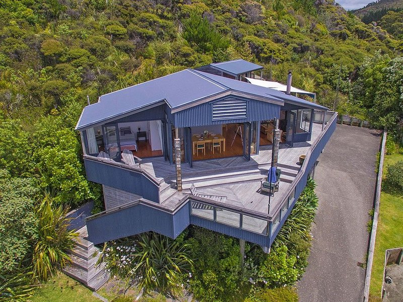 The Bluff - Rings Beach Holiday Home, aluguéis de temporada em Coromandel