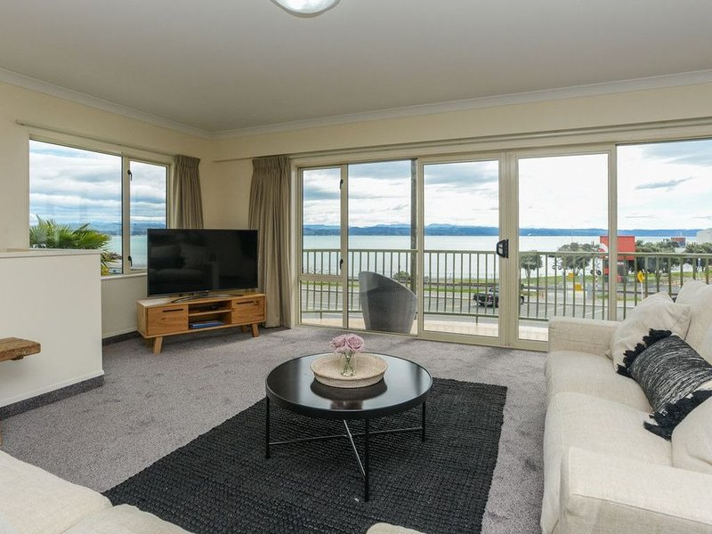 Breakwater Apartment Four - Ahuriri Holiday Home, holiday rental in Napier