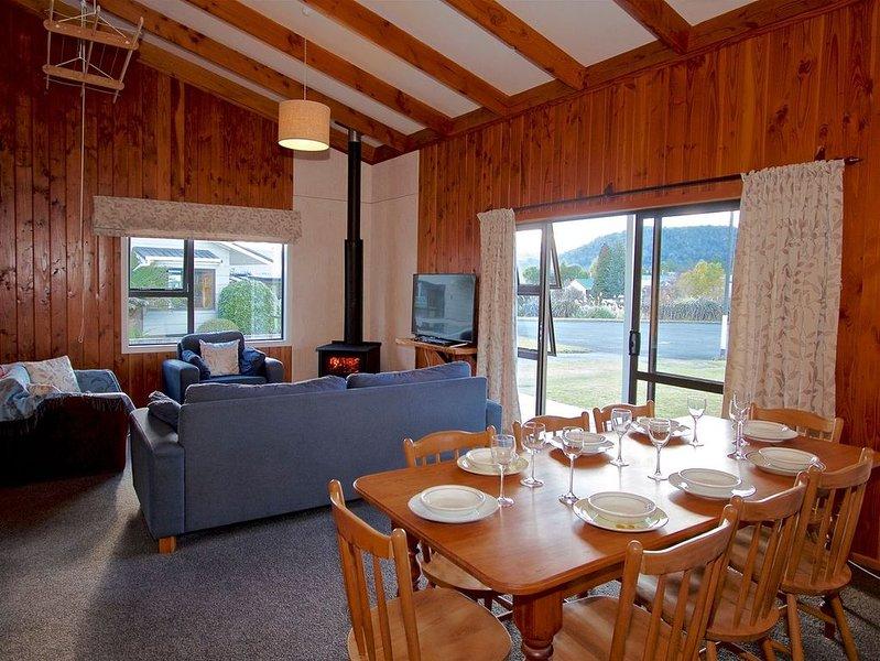 Bluebird Spa Chalet - Ohakune Holiday Home, casa vacanza a Waiouru