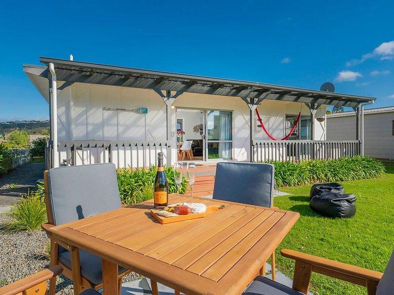 The Wharekaho Pearl - Simpson's Beach Holiday Home, holiday rental in Whitianga