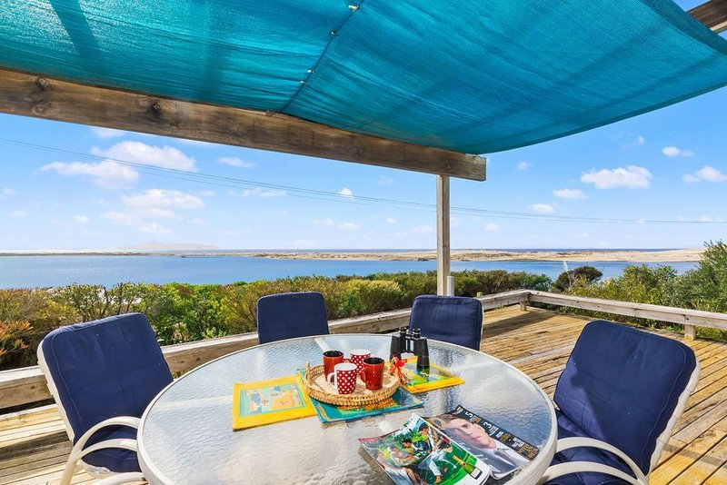 Taste Of Paradise with WiFi!- Mangawhai Heads Holiday Home, holiday rental in Kaiwaka