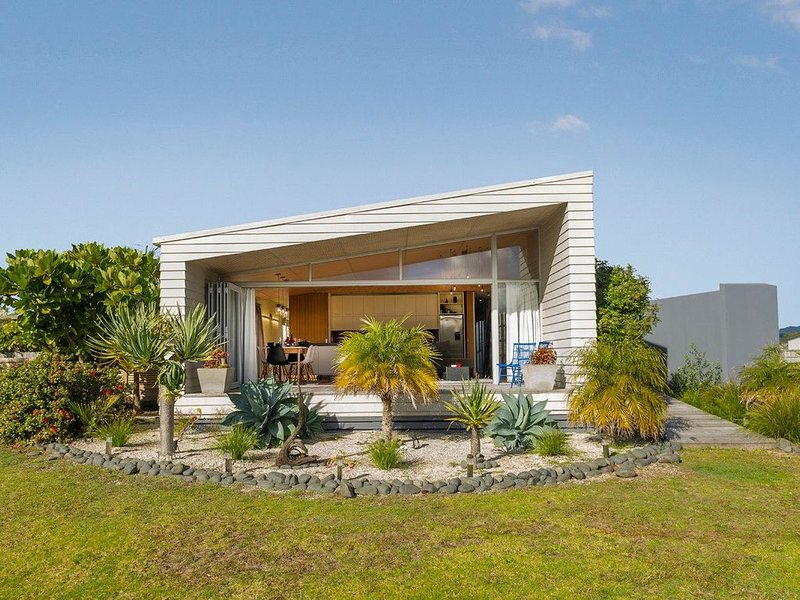 Modpod on The Tee - Matarangi Holiday Home – semesterbostad i Matarangi