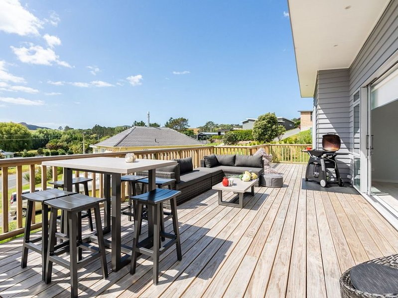 Seaside Style - Mangawhai Holiday Home, holiday rental in Kaiwaka