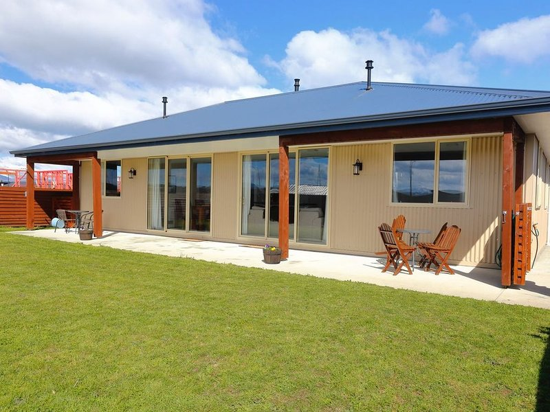 The Views - Te Anau Holiday Home, location de vacances à Fiordland National Park