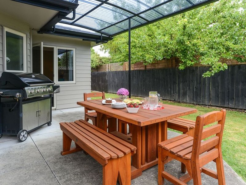 Taradale Treasure - Napier Holiday Home, holiday rental in Napier
