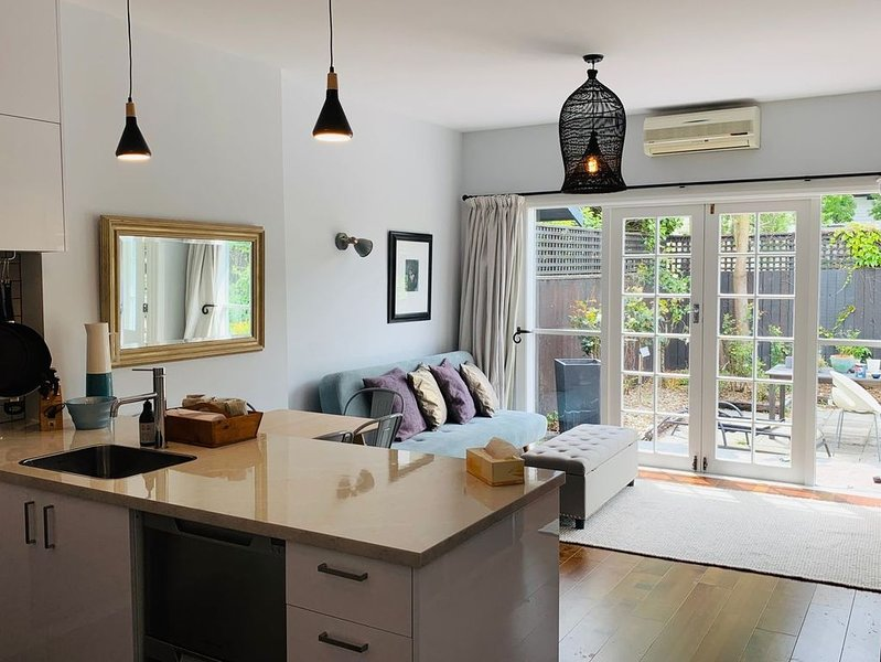 Uptown City Haven - Christchurch Townhouse, location de vacances à Yaldhurst