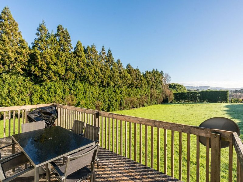 Mangawhai Views - Mangawhai Holiday Home, holiday rental in Kaiwaka