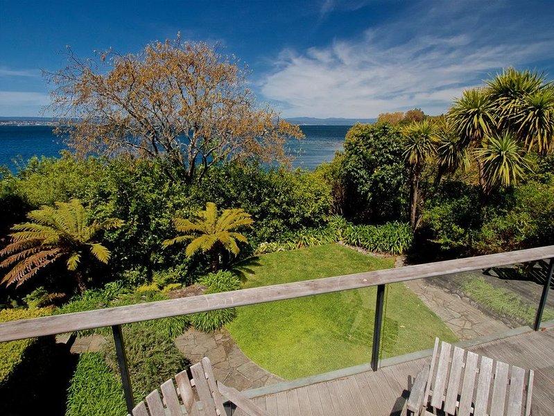 Kauawhi Lodge - Acacia Bay Holiday Home, holiday rental in Taupo