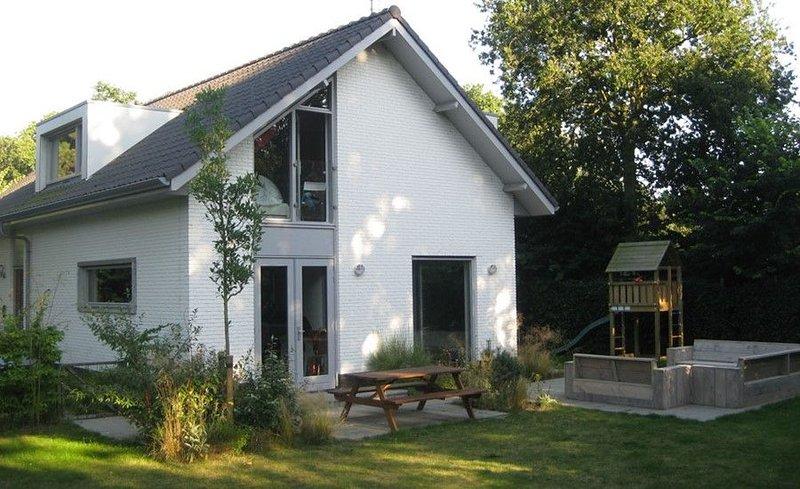 Bremweg 22 Exklusiver Familienuralub in großzügiger freiliegender Villa, casa vacanza a Renesse