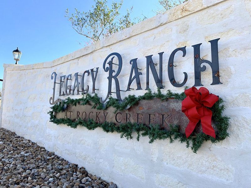 Legacy Ranch Guest Houses: just 8 minutes from Main St on private gated ranch, location de vacances à Doss
