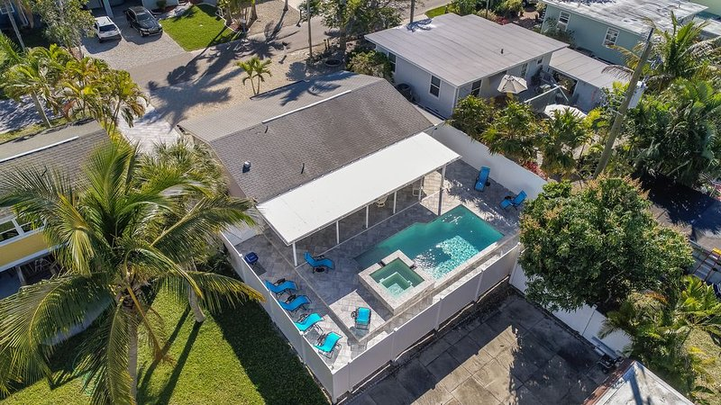 Beach Bungalow w/NEW Private Pool/Spa, Single Family, North End, Newly Renovated, alquiler vacacional en Fort Myers Beach