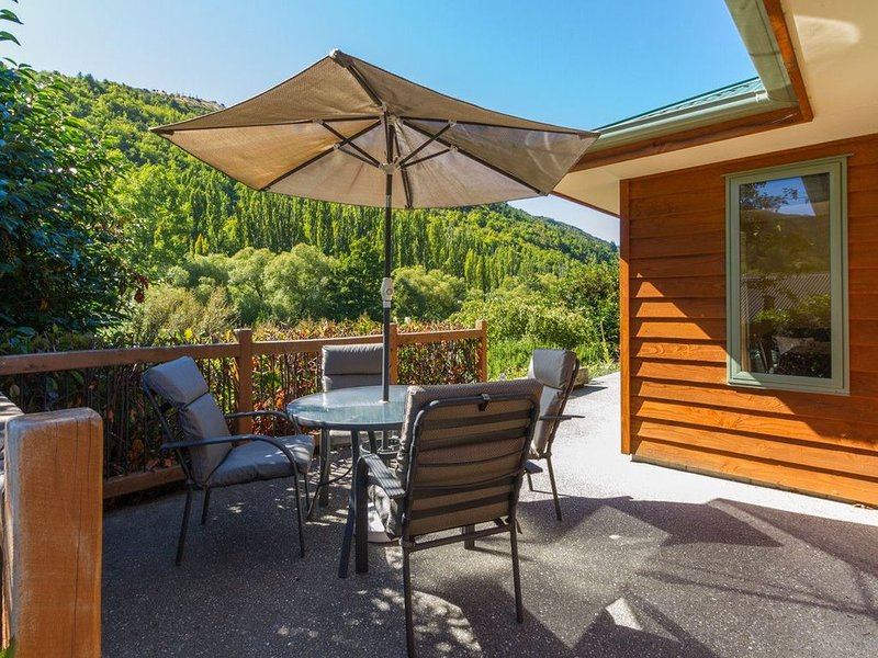 Sawmillers Retreat - Arrowtown Holiday Home, holiday rental in Gibbston