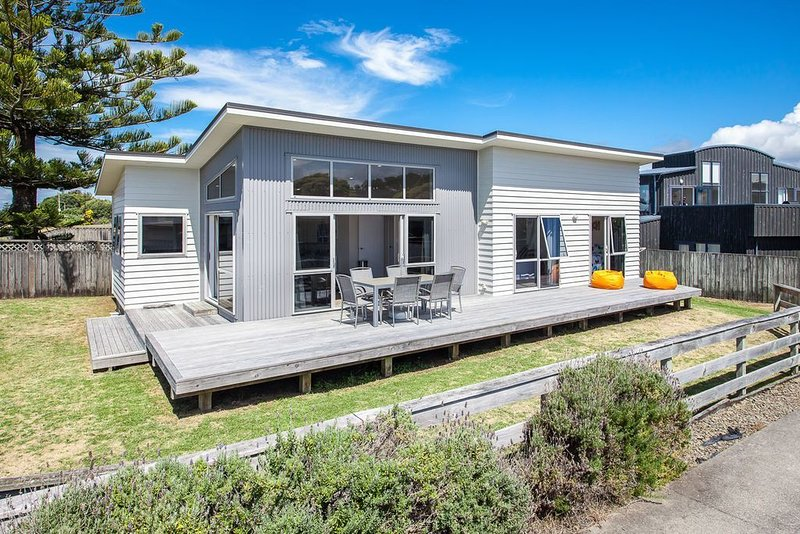 Beach Retreat - Ohope Holiday Home, holiday rental in Ohope