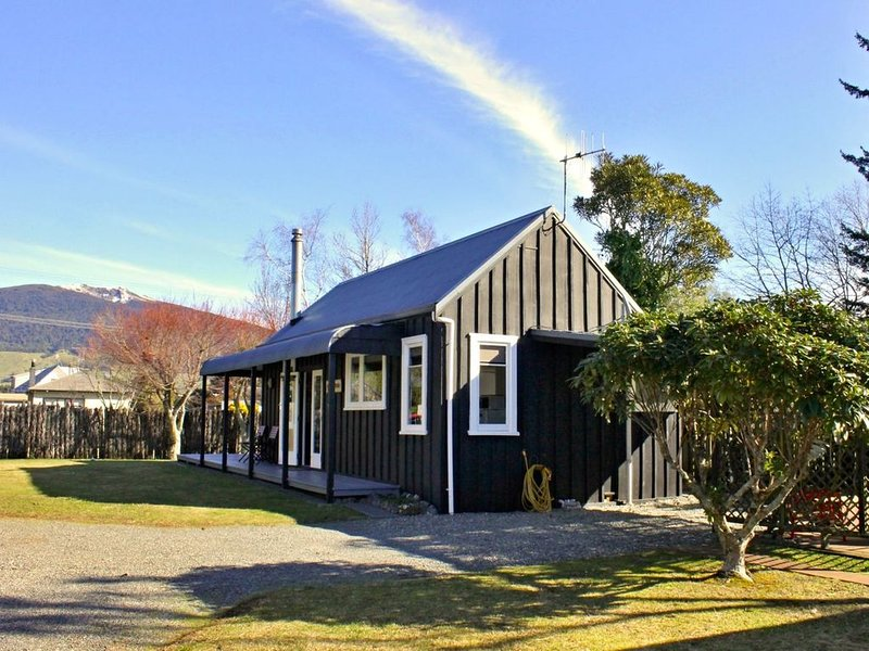 Bluehaven Cottage - Turangi Holiday Home, holiday rental in Turangi