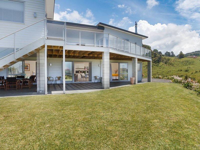 Open Spaces - Waihi Beach Holiday Apartment, vacation rental in Te Aroha