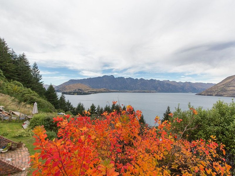 Crows Nest - Queenstown Holiday Home, vacation rental in Queenstown