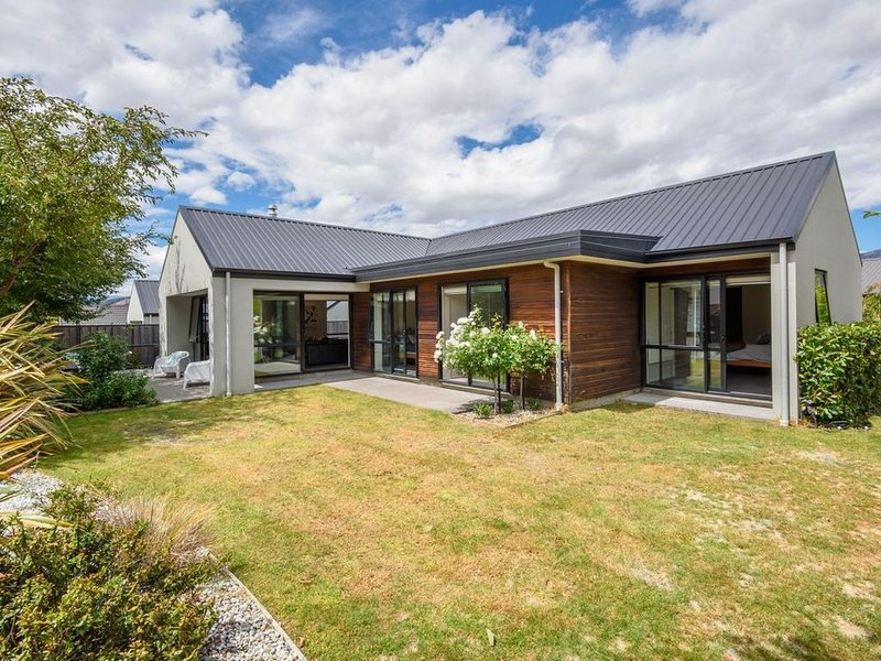 Central Wanaka Haven - Wanaka Holiday Home, holiday rental in Cardrona
