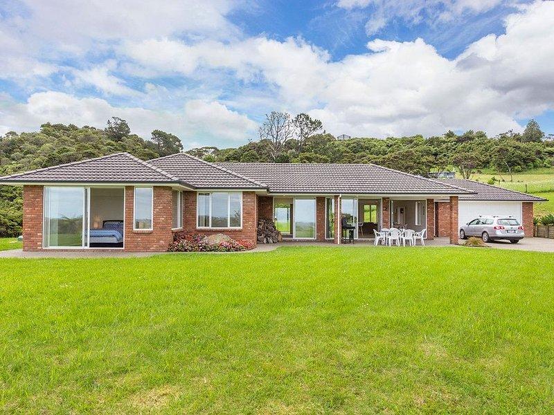 Matakana Views - Matakana Holiday Home, holiday rental in Warkworth