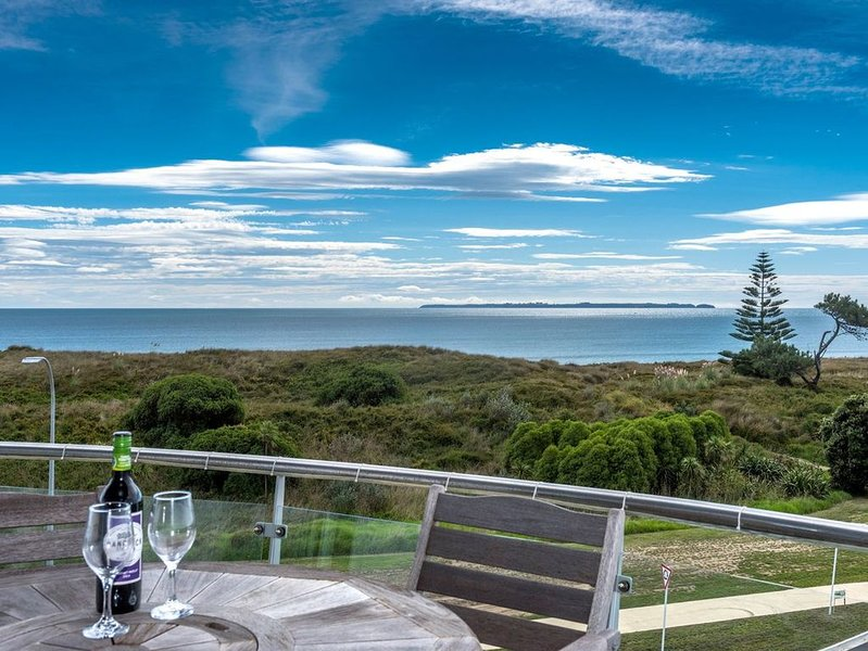 Ocean Views and BBQs - Papamoa Holiday Apartment, location de vacances à Paengaroa