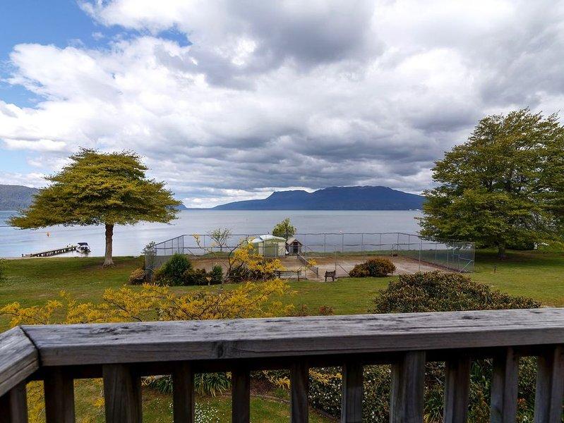 Lakefront Tarawera - Rangiuru Bay - Lake Tarawera Holiday Home