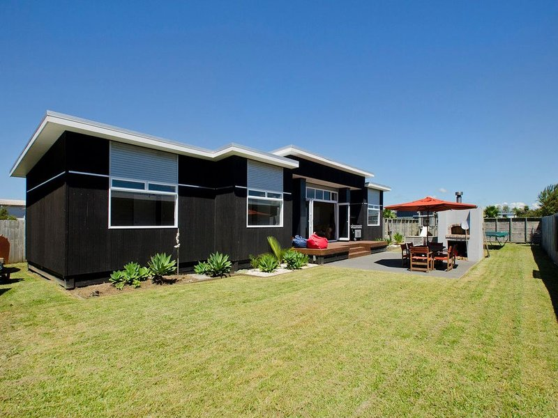 Mangawhai Family Fun - Mangawhai Holiday Home, holiday rental in Kaiwaka