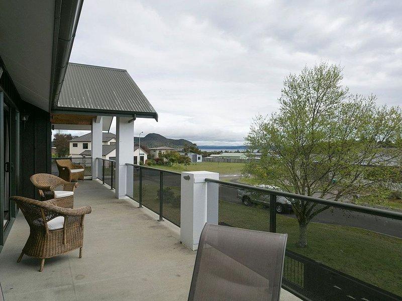 Lake Magic - Motuoapa Holiday Home, holiday rental in Turangi