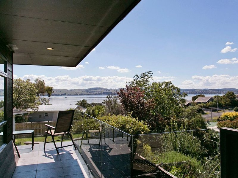 Taupo Escape - Rainbow Point Holiday Home, holiday rental in Taupo