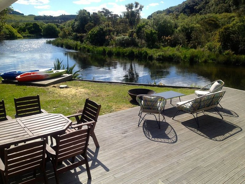 Kingfisher - Kuratau Holiday Home, location de vacances à Motuoapa