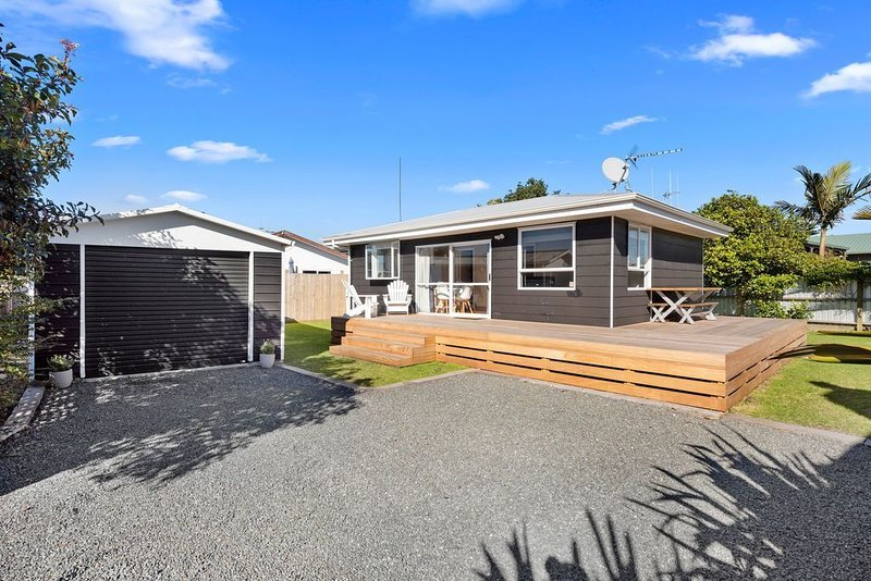 The Black Bach - Mt Maunganui Holiday Home, location de vacances à Paengaroa
