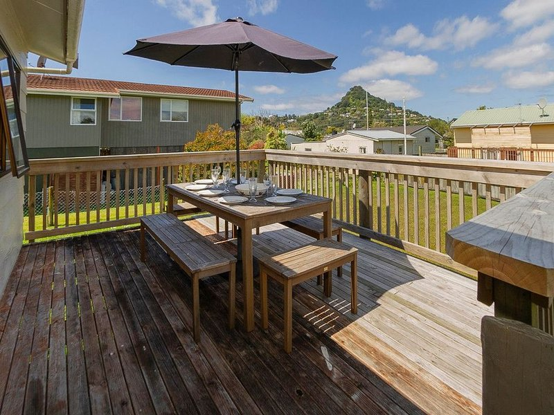 Tairua Treasure - Tairua Pet Friendly Holiday Home, vacation rental in Tairua