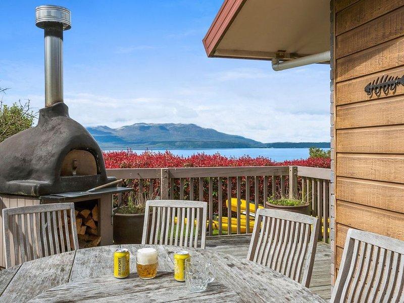 Lakeside Escape - Lake Tarawera Holiday Home, alquiler de vacaciones en Bay of Plenty Region