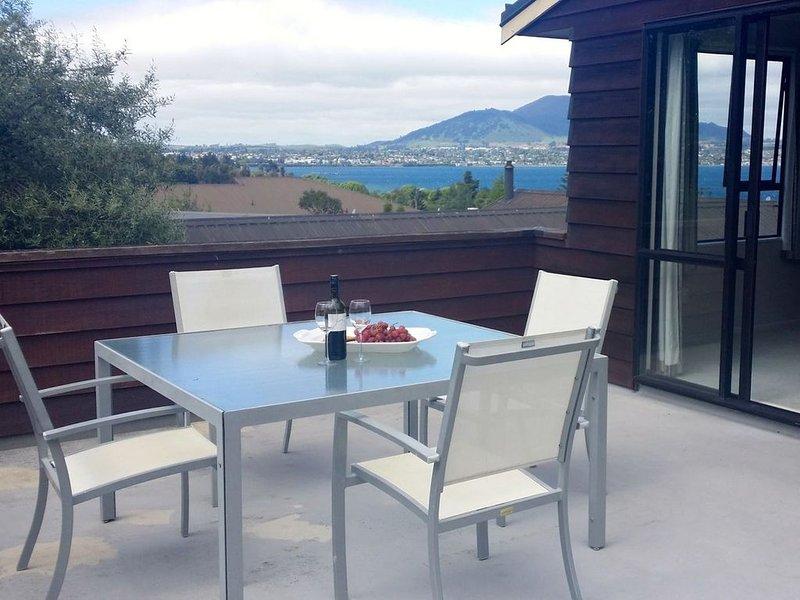 Acacia Views - Acacia Bay Holiday Home, vacation rental in Acacia Bay