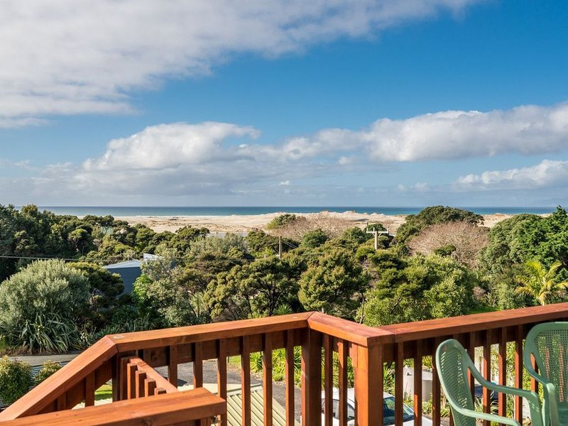 Wine Downtime - Mangawhai Holiday Home, holiday rental in Kaiwaka