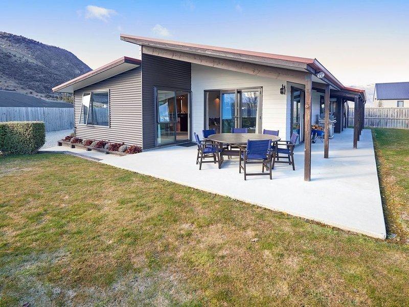 Juno Escape - Wanaka Holiday Home, vacation rental in Wanaka