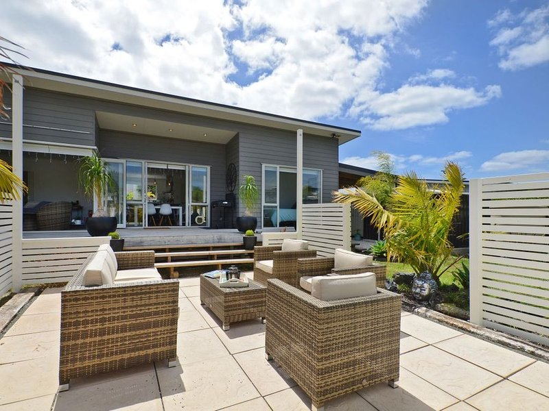 Little Pearl of Vista Verano - Mangawhai Holiday Home, holiday rental in Kaiwaka