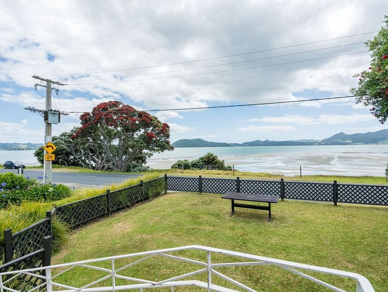 Saltaire - One Tree Point Bach, holiday rental in Whangarei