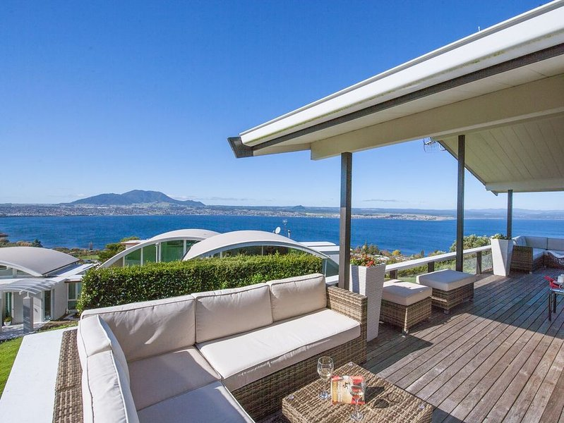 Heights Haven - Acacia Bay Holiday Home, vacation rental in Acacia Bay