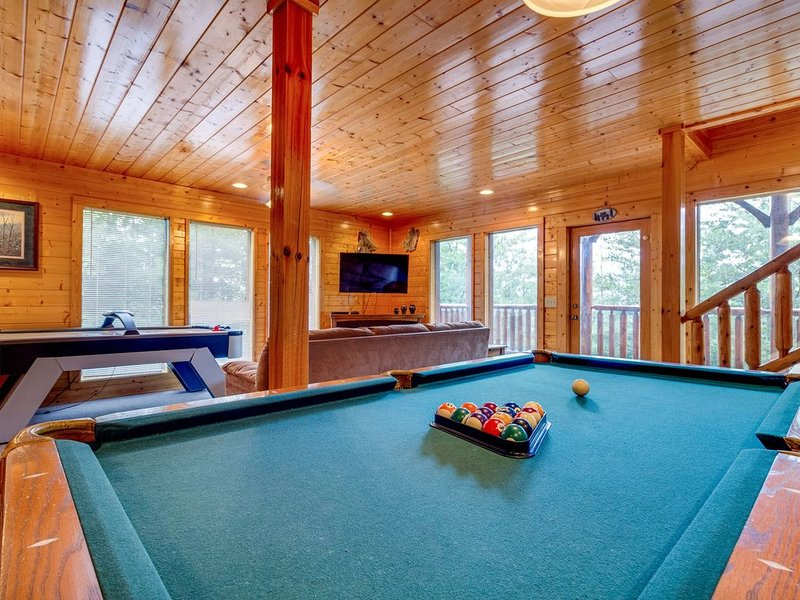 Log cabin w/ strikingly beautiful mountain views & a private hot tub, holiday rental in Pigeon Forge