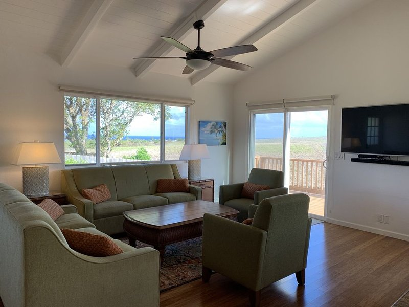 Ocean view home with central air conditioning, walk to downtown Paia and beaches, holiday rental in Paia