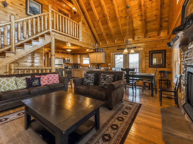 Valley view cabin with a hot tub, game room & community pool!, vacation rental in Pigeon Forge